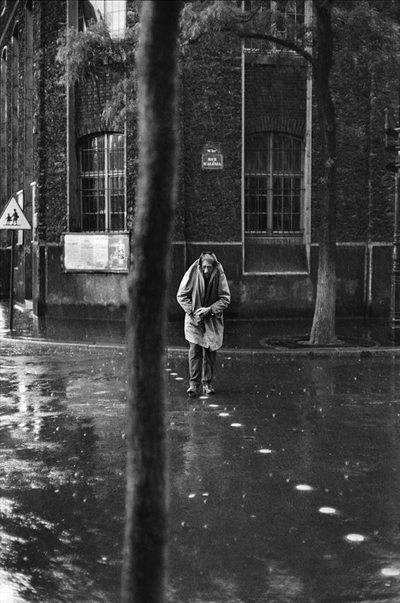 1961 FRANCE. Personalities. 1961. Paris. 14th arrondissement. Rue d'AlÈsia. Alberto GIACOMETTI, Swiss painter and sculptor. Image envoyÈ ‡ Pascale Giffard (Transaction : 632203948288906250) © Henri Cartier-Bresson / Magnum Photos